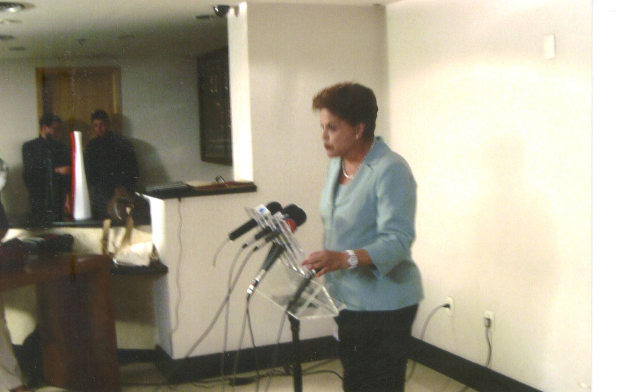 You are currently viewing Entrevista coletiva de Dilma no hotel depois de visita à UFJF